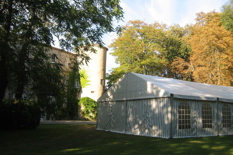 Tente de reception installée sur le domaine / marquee in the grounds