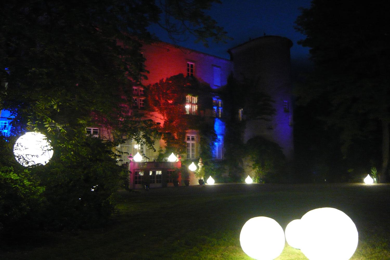 chateau la commanderie de nuit / chateau la commanderie by night