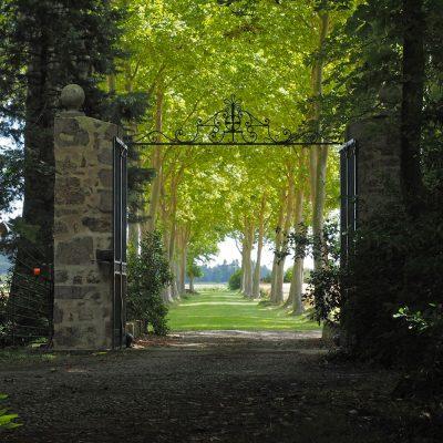 Portail d'entrée du château / Chateau Entrance