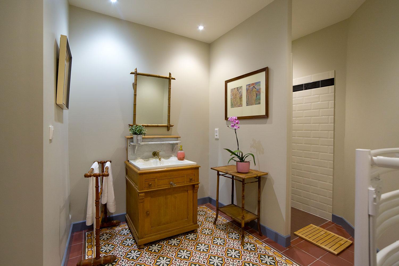 salle de bain de la chambre bleue / Blue bedroom bathroom