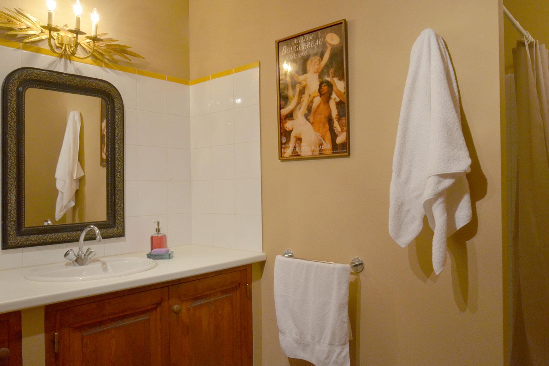 Salle de bain de la chambre Chardin / Chardin bedroom bathroom