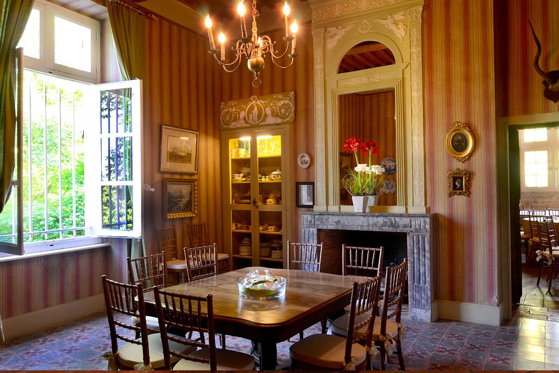salle à manger à l'étage / Upstairs dining room