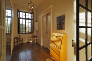Entrée de la chambre parisienne / Parisian bedroom entrance