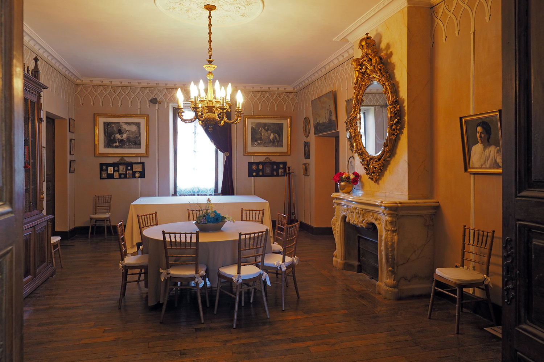 salle de billard / Billiard room