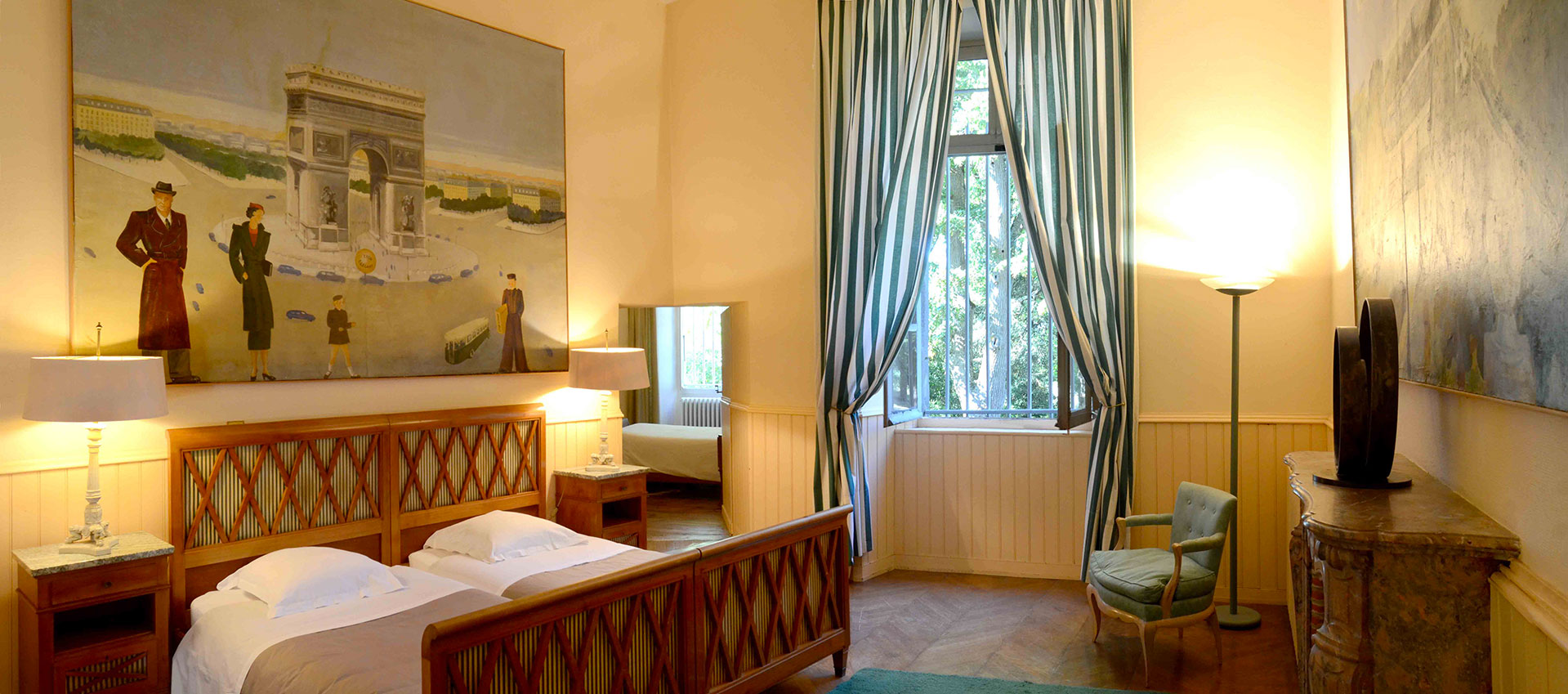 Parisian bedroom / Chambre parisienne